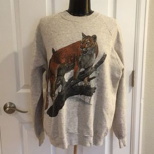 Tops - Vintage mountain lion wild cat print sweatshirt